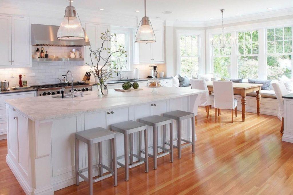 дизайн кухни столовой гостиной в частном доме с эркером