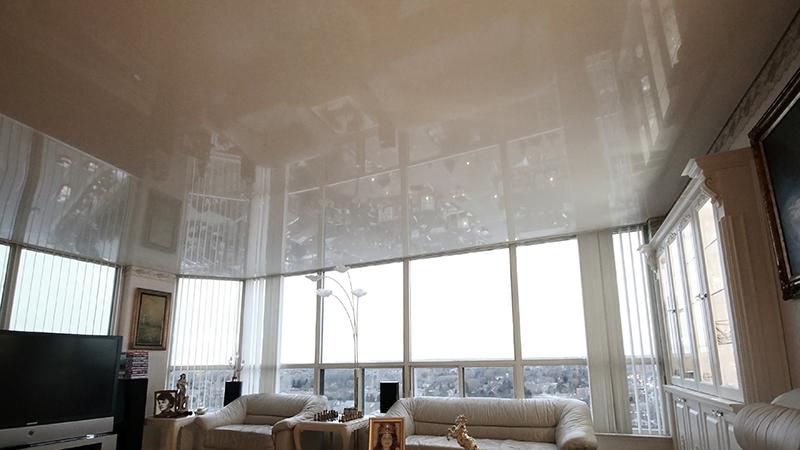 потолок в комнате с эркером