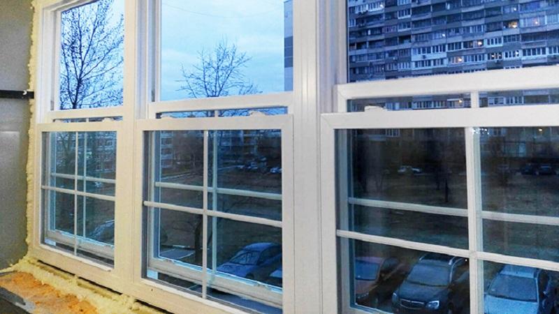 Чем отличаются раздвижные окна на балкон от распашных, преимущества конструкции, особенности монтажа