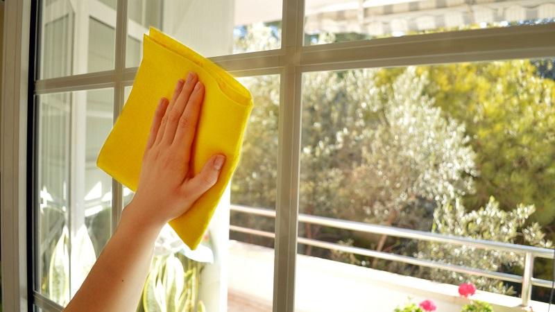 Средство для мытья окон: чем и как помыть окно на балконе