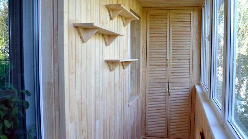 Отделка балкона под дерево панелями ПВХ/МДФ, деревянной вагонкой